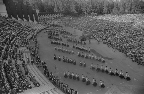 XXIVispārējo latviešu Dziesmu un XIDeju svētku koncerts Mežaparka Lielajā estrādē